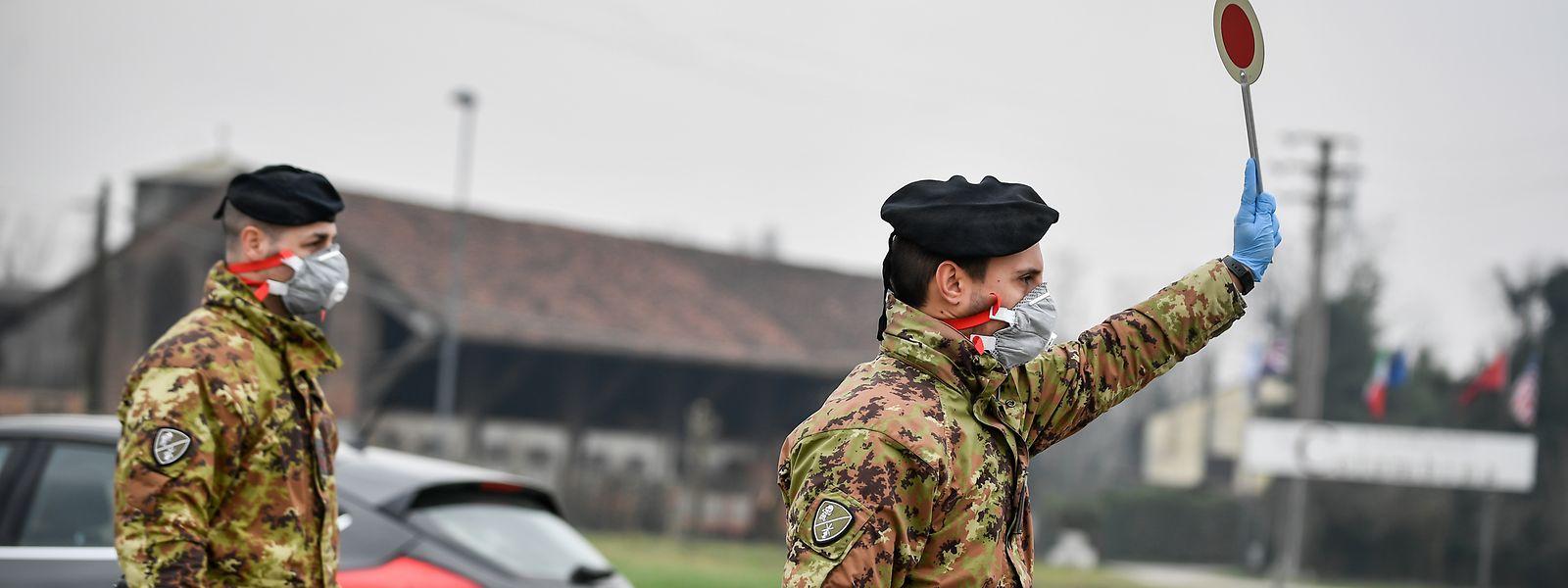 In Italien kontrolliert die Armee mittlerweile den Personenverkehr.
