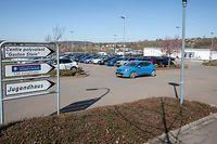 Das medizinische Zentrum soll auf der linken Seite des Parkplatzes entstehen.