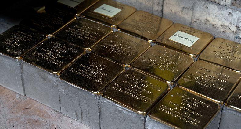 Gedächtnis-Aktion im September: 15 Stolpersteine warten auf ihre Verlegung in Junglinster.