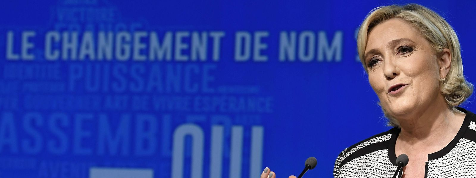 Head of the French far-right party Front national (FN) Marine Le Pen speaks during a congress of the party on June 1, 2018 in Bron near Lyon, southeastern France. The party members backed the changing of the National Front name for Rassemblement National (Union, or Rally) on June 1, 2018 during a congress in Lyon. / AFP PHOTO / JEAN-PHILIPPE KSIAZEK