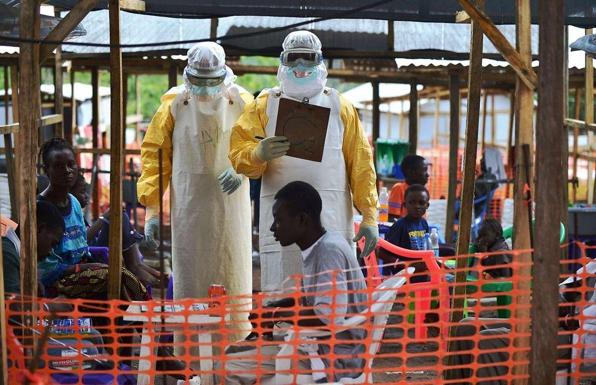 La prudence reste toutefois de rigueur en raison des nouveaux cas toujours signalés en Guinée près de la frontière avec la Sierra Leone.