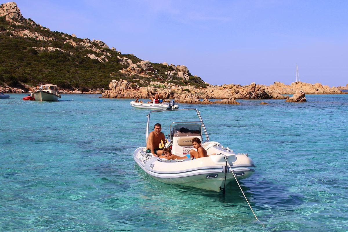 Kristallklares Wasser – hier vor der Insel Buddeli – lockte jahrelang viele Besucher in den Norden Sardiniens. Doch in diesem Jahr könnten die Touristenmassen ausbleiben.