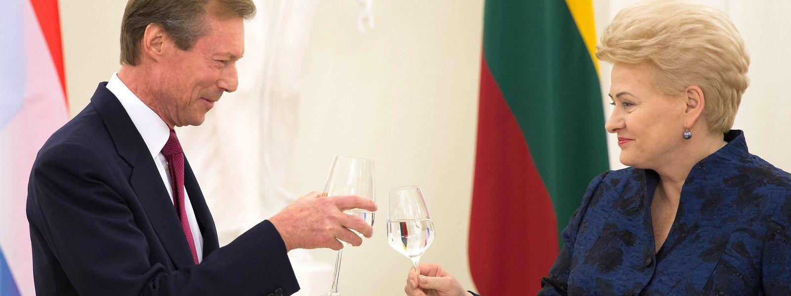 Visite d'Etat en Lituanie, S.A.R. le Grand-Duc avec Dalia Grybauskaite, Presidente de la Republique de Lituanie lors du diner de gala, a Vilnius le 26 Octobre 2017. Photo: Chris Karaba
