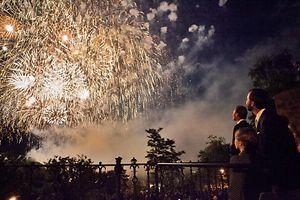 Das Feuerwerk wird in diesem Jahr zum letzten Mal von Fort Thüngen abgefeuert. Nächstes Jahr dürfte der Pont Adolphe wieder zur Verfügung stehen.