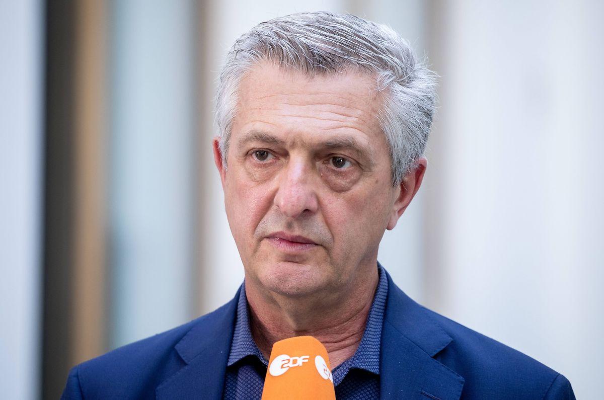 """UN-Flüchtlingskommissar Filippo Grandi stellt den UN-Weltflüchtlingsbericht """"Global Trends"""" in einer Bundespressekonferenz vor. Die Internationale Organisation für Migration (IOM) befürchtet ein schweres Bootsunglück im Mittelmeer mit möglicherweise bis zu 150 Toten."""