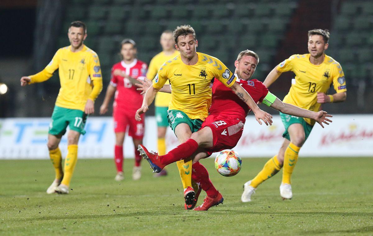 Laurent Jans, ici face à Arvydas Novikovas, n'est peut-être pas au mieux mais le capitaine a sorti une prestation solide.