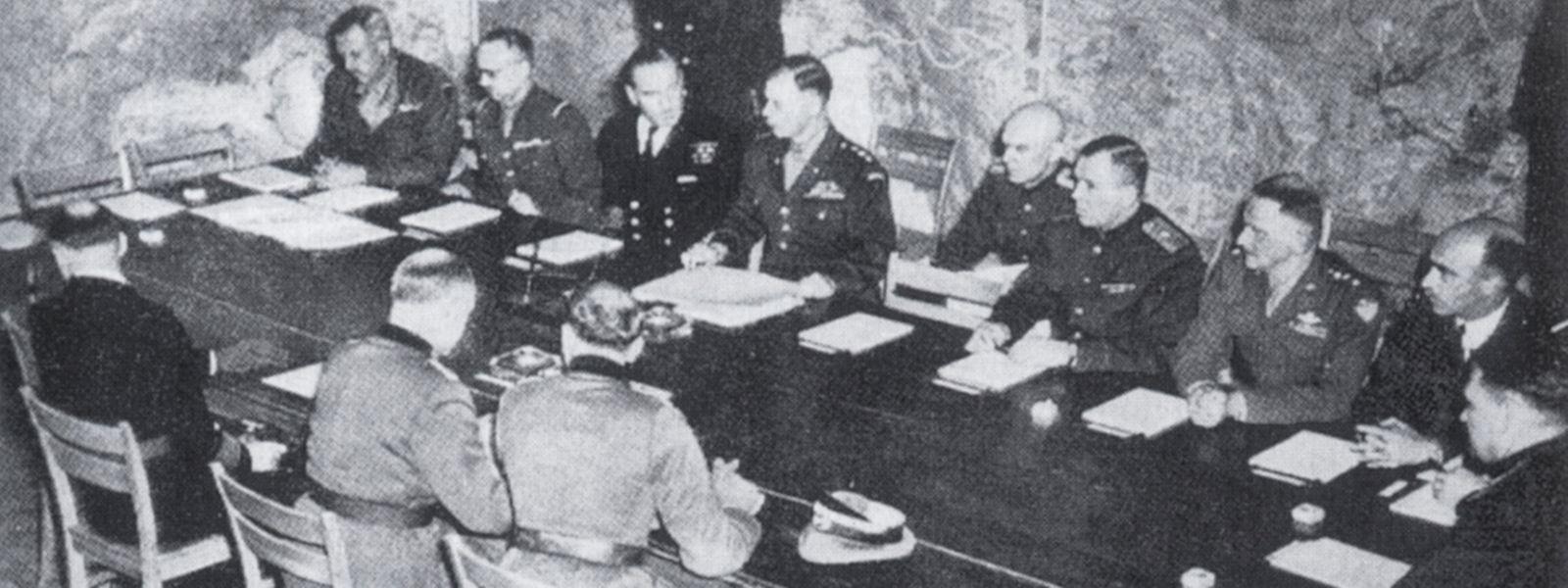 Deutschland kapituliert bedingungslos am 7. Mai im alliierten Hauptquartier von Reims.