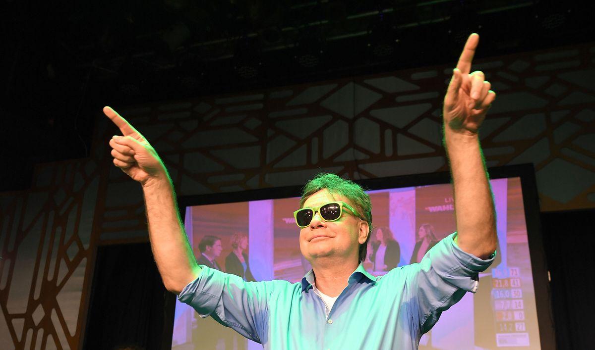 Grünen-Spitzenkandidat Werner Kogler freut sich über das Wahlergebnis seiner Partei. ÖVP und Grüne erhielten bei der Wahl gemeinsam genügend Stimmen für ein Bündnis.