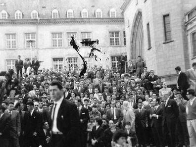 Em Junho de 1965 uma missa na catedral do Luxemburgo juntou meio milhar de portugueses para celebrar pela primeira vez o Dia de Portugal no Grão-Ducado. Depois disso houve um almoço eu ma festa. Foi o primeiro evento organizado pela comunidade portuguesa no Grão-Ducado de que há registo
