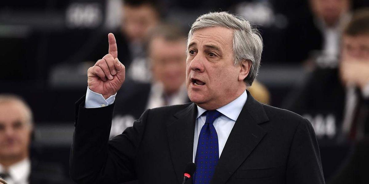 M. Tajani, 63 ans, l'a emporté au quatrième tour de scrutin, par 351 voix contre 282 à M. Pittella.