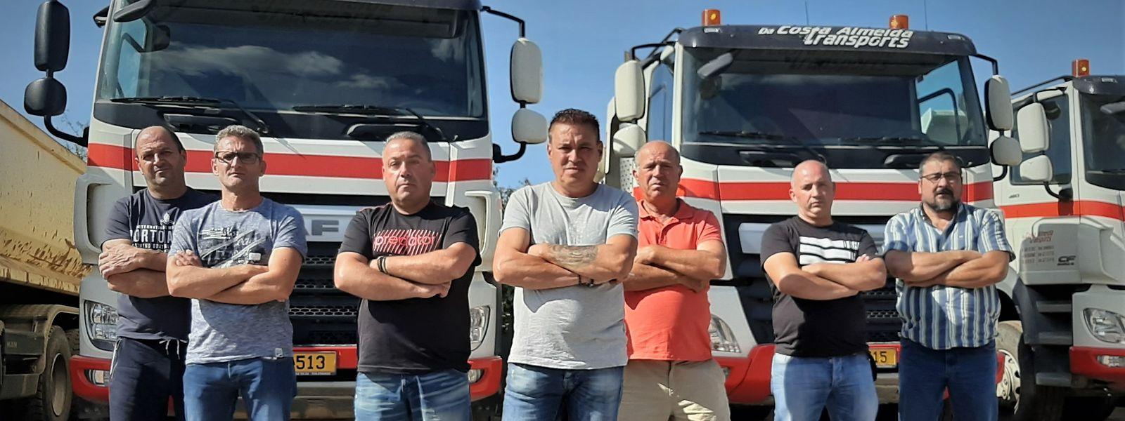 Motoristas da Da Costa Almeida estão sem salário há dois meses. Na frente, ao centro, Joaquim Silva.