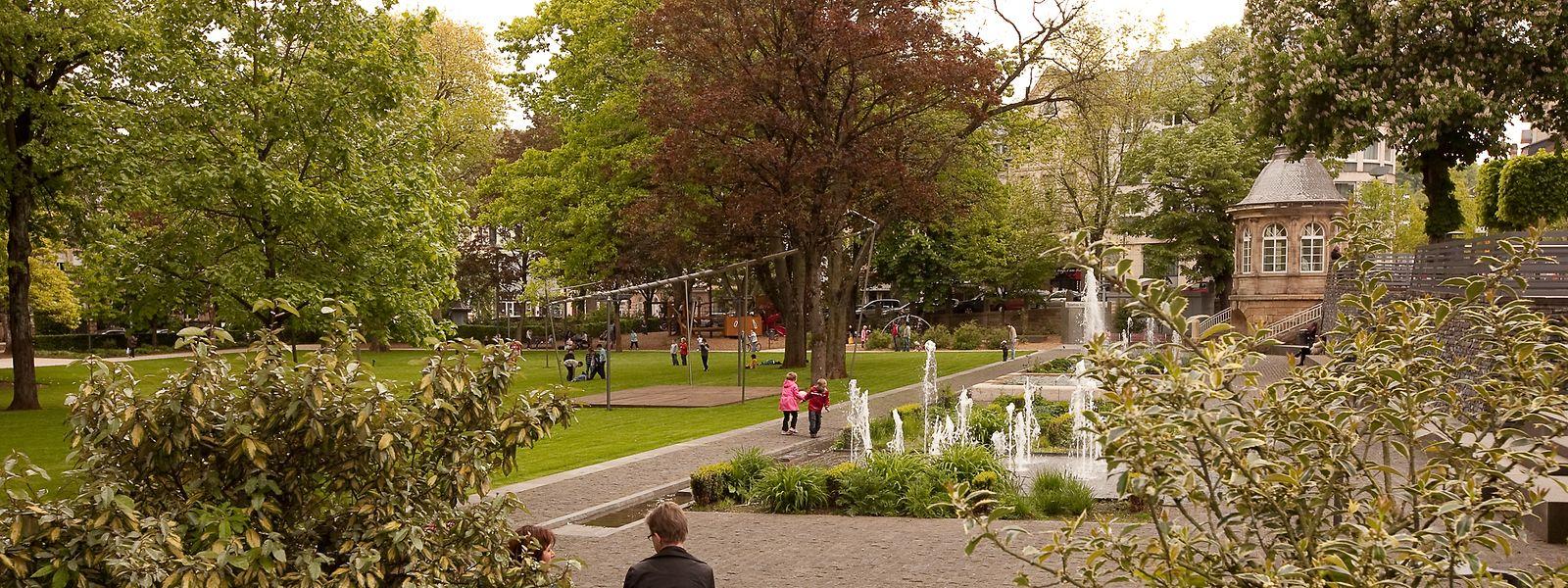 Der Park Gerlache in Differdingen scheint tagsüber freundlich und friedlich.