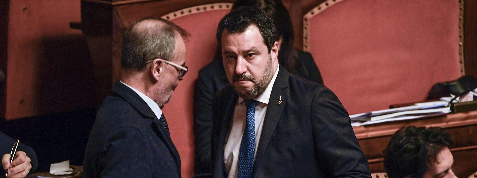 Le patron de l'extrême droite a encaissé un nouveau coup dur mercredi avec son renvoi devant les juges décidé par le Sénat.