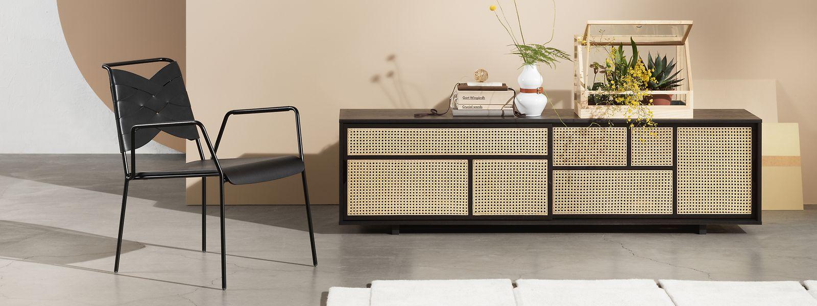 Das Wiener Geflecht lässt Möbel leichter wirken. Auch Designer Mathieu Gustafsson nutzte es statt massiver Türen an der Kommode der Kollektion AIR für Design House Stockholm.