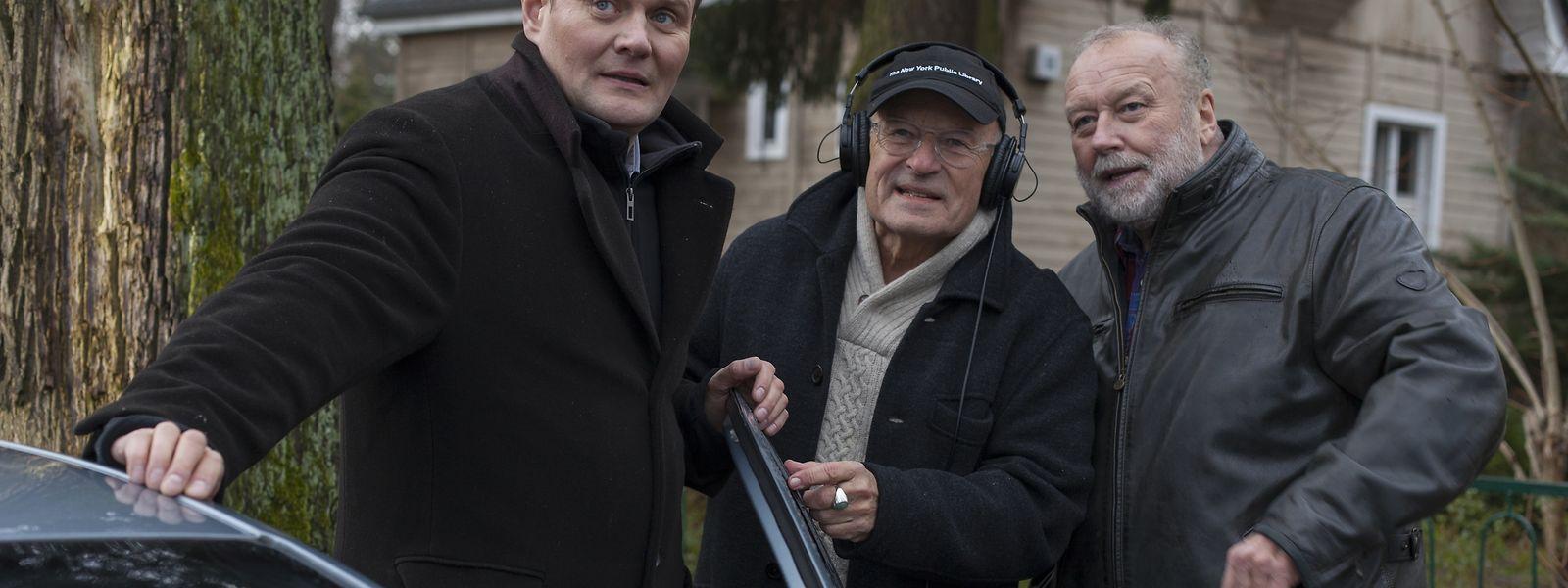 Bei den Dreharbeiten: Regisseur Volker Schlöndorff (M.) und Darsteller Jakob Franck (r.) und Devid Striesow (l.).