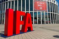 03.09.2020, Berlin: Das Logo der IFA steht am Messegelände unter dem Funkturm. Die Technikmesse wurde am Donnerstag für Fachbesucher und akkreditierte Journalisten geöffnet. Die Öffentlichkeit ist wegen der Corona-Pandemie ausgeschlossen. Im Jahr 2019 hatten noch fast 250 000 Menschen die IFA besucht. Foto: Christoph Dernbach/dpa +++ dpa-Bildfunk +++