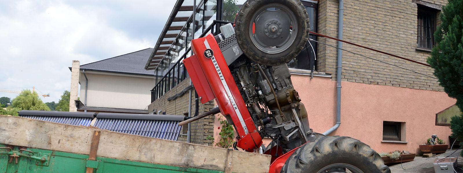 In Alzingen wurde ein Mann zwischen seinem Traktor und dem Anhänger des Fahrzeugs eingeklemmt.