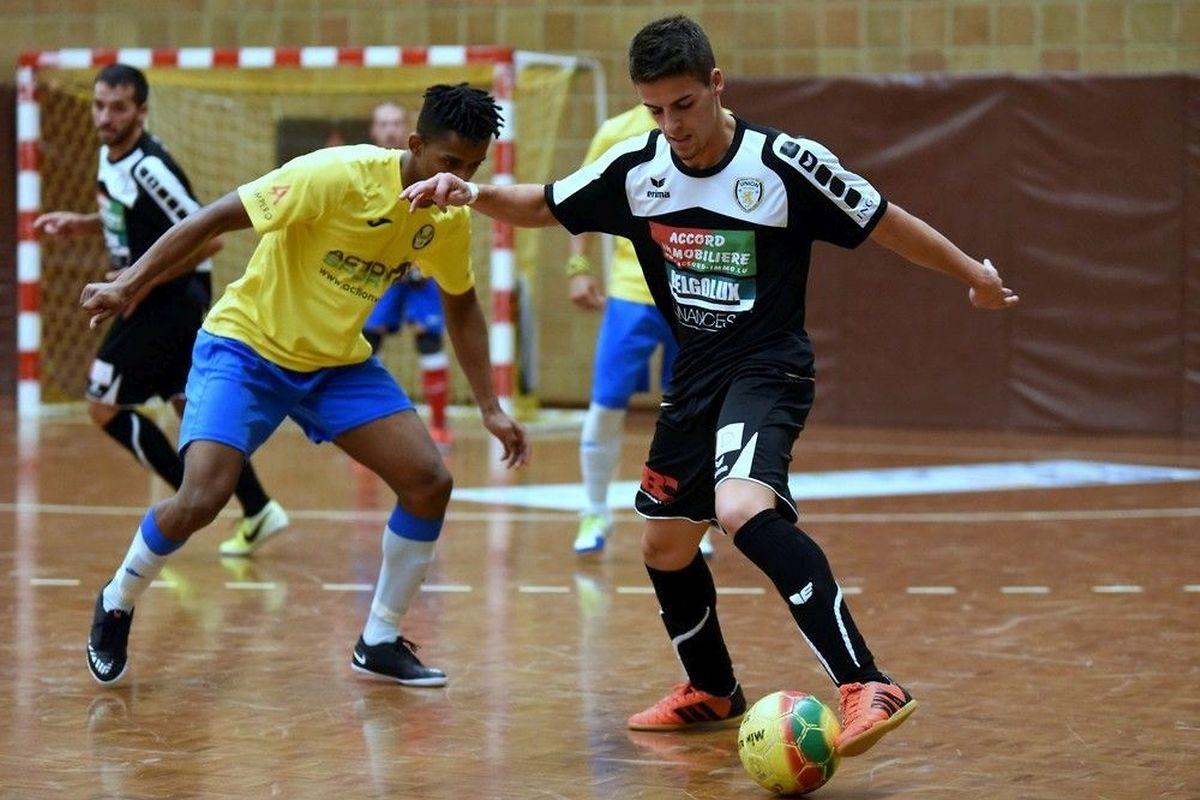 Berdiano Gonçalves au pressing de Filipe Sampaio. Le Samba Seven a pris la mesure de l'Union Titus Pétange 11-3.