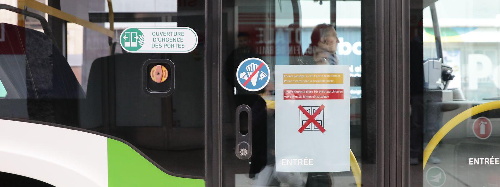 Die Menschen sollen zu Hause bleiben - das wirkt sich auch auf Bus-, Zug- und Tramverkehr aus.