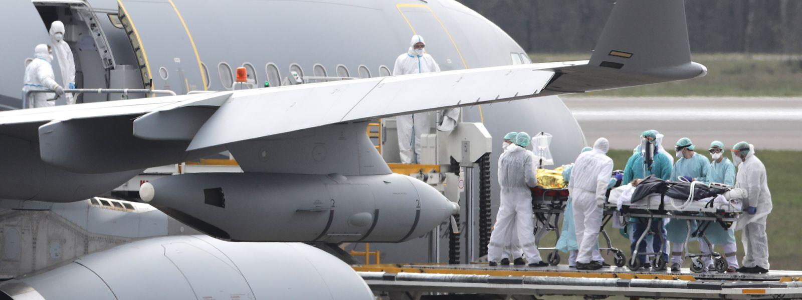 Six patients ont été transférés vers l'aéroport de Toulouse via cet appareil entièrement médicalisé.