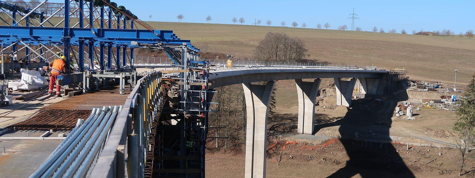 Le viaduc Irbich, long de 265 mètres, est le plus long des trois ponts qui composent la transversale de Clervaux.