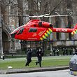 Großeinsatz für die Rettungskräfte mitten in London: Ein Rettungshubschrauber landet auf dem Parliament Square.