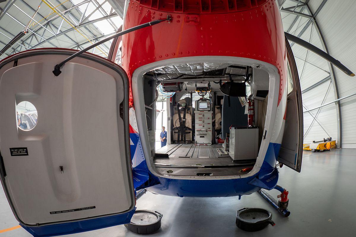 Einer der sechs Helikopter der Luxembourg Air Rescue wurde für den Transport der EpiShuttle umgerüstet.