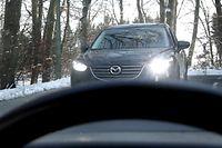 Autofahrer nutzen oft und gerne die Lichthupe, um entgegenkommende Verkehrsteilnehmer vor einer bevorstehenden Polizeikontrolle zu warnen.