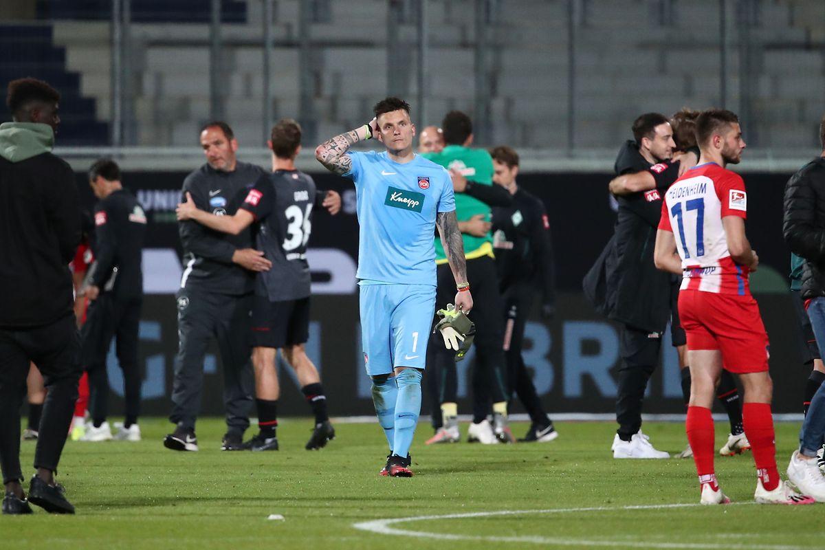 Heidenheims Torwart Kevin Müller macht ein starkes Spiel, seine Mannschaft wird aber nicht belohnt.