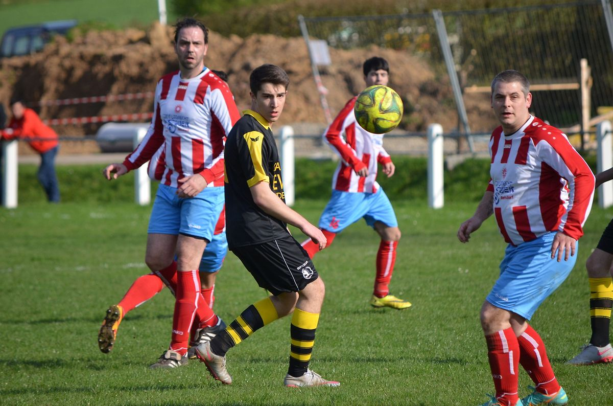 Reisdorf (en rouge et blanc) a dominé Christnach sur le score de 5-2.