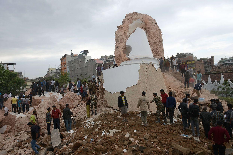 La tour historique de Dharahara s'est effondrée à Katmandou