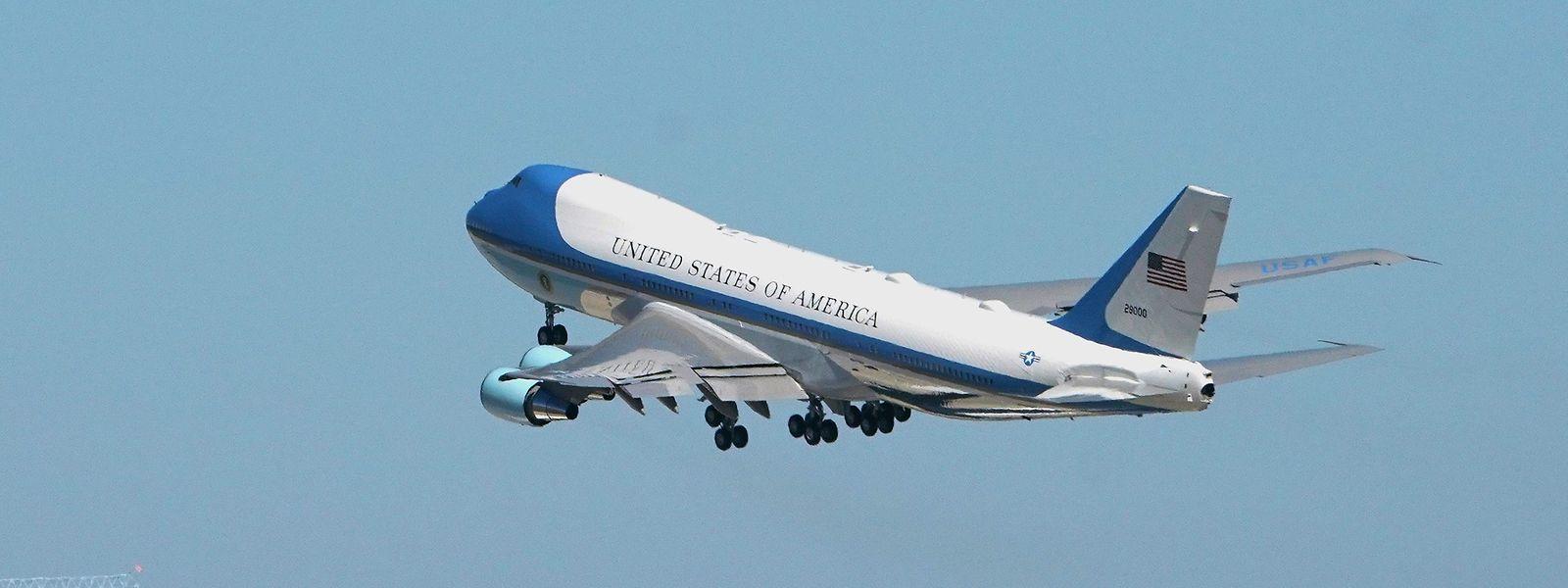 Das Präsidentenflugzeug hob am Montagabend europäischer Zeit ab.