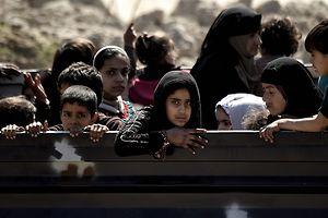 A Mossoul-Ouest, des habitants évacués par l'armée irakienne