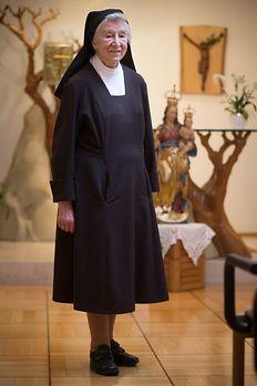"""A religiosa, hoje com 90 anos, tem uma grande simpatia pelos portugueses, que considera """"providenciais"""" para preservar o santuário."""