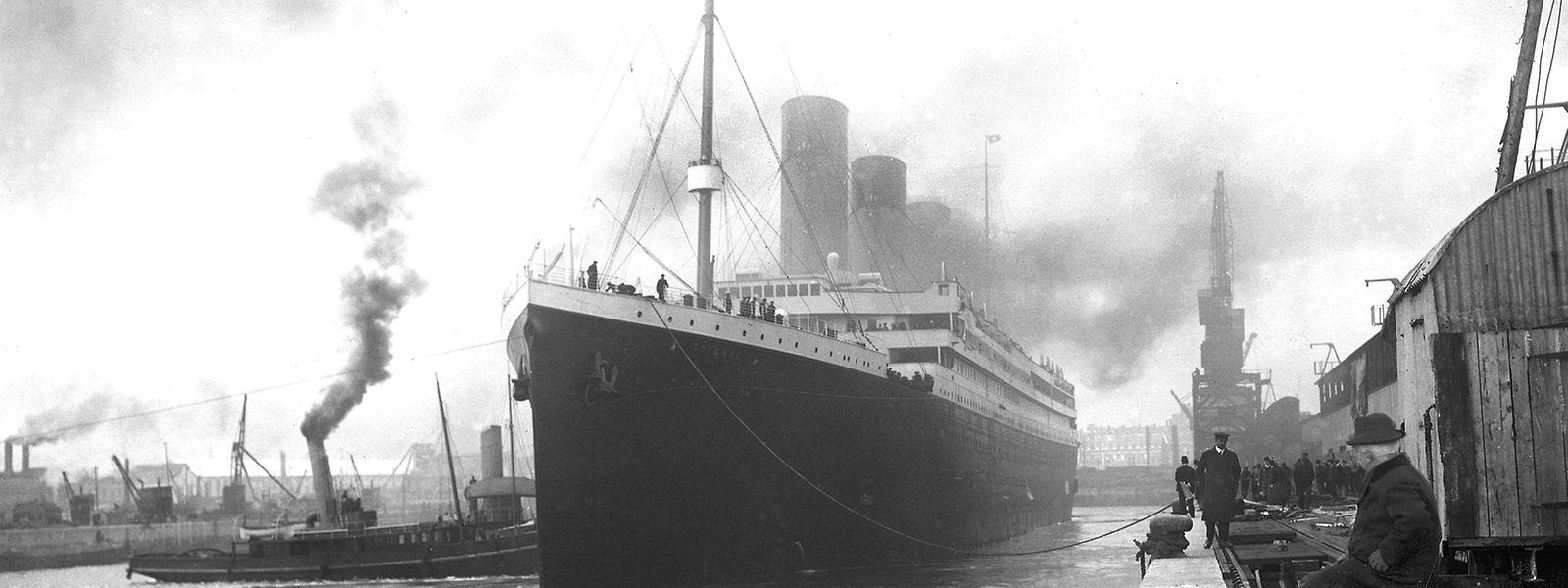 Die Titanic vor dem Auslaufen in Southampton. Nach Molonys Theorie soll es zu diesem Zeitpunkt bereits seit Tagen im Kohlenbunker gebrannt haben.