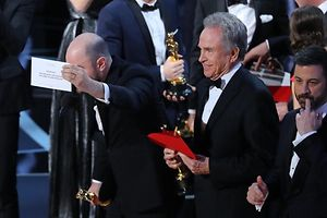 "89th Academy Awards - Oscars Awards Show - Hollywood, California, U.S. - 26/02/17 - Jordan Horowitz of ""La La Land"" (L) holds the card announcing ""Moonlight"" as the winner of the Best Picture Oscar as presenter Warren Beatty (C) and show host Jimmy Kimmel stand behind. REUTERS/Lucy Nicholson"