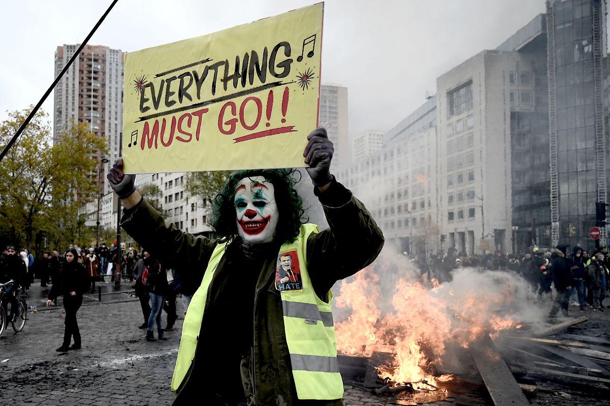 Les violences qui ont émaillé les manifestations des gilets jaunes depuis un an inquiètent le gouvernement, à la veille d'un nouveau mouvement.