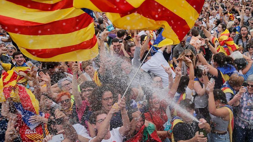 Catalunha declara independência e Senado espanhol retira autonomia