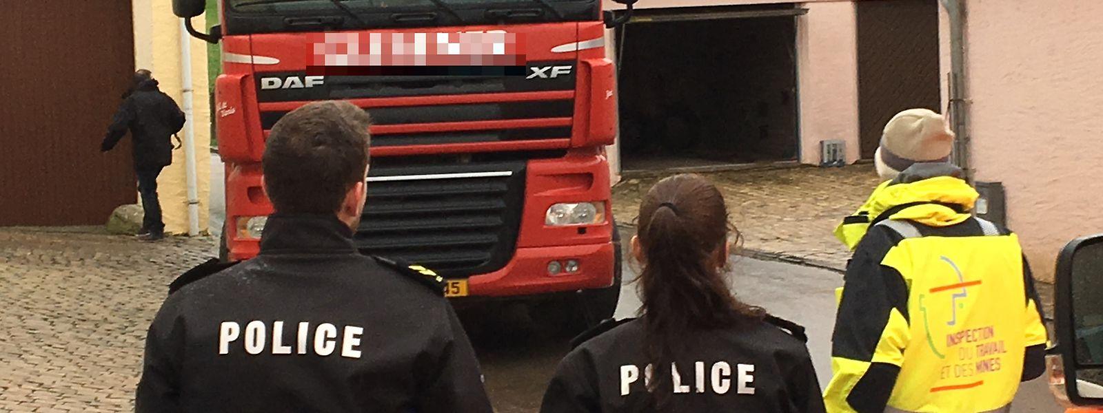 Der Fahrer erfasste den 68-jährigen Mann beim Manövrieren seines Lastwagens.