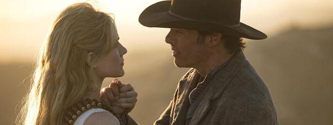 Dolores (Evan Rachel Wood, l.) führt die Rebellion der Maschinen in Westworld an.