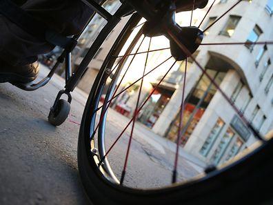 24.11.2016 Luxembourg, Luxemburg, Mam Rollstull duerch d'Stad, Rollstuhl, Behinderung, Tag für Menschen mit Behinderung photo Anouk Antony