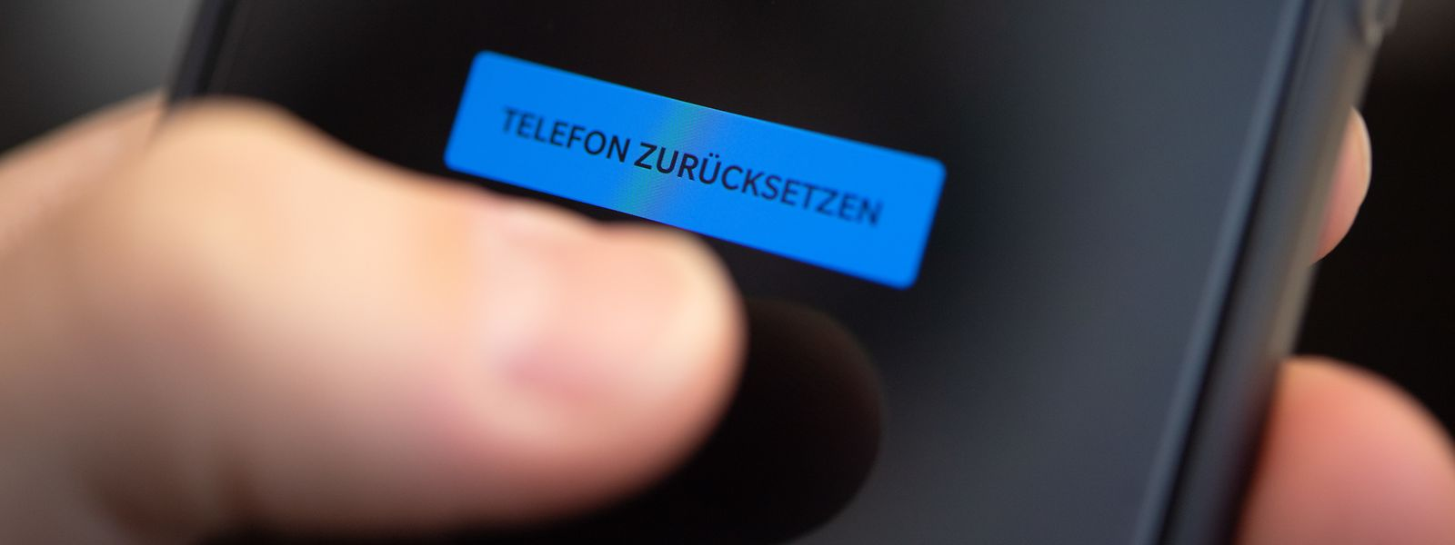 Viele Smartphones bieten in den Rücksetzoptionen gleich die Speicherlöschung mit an.