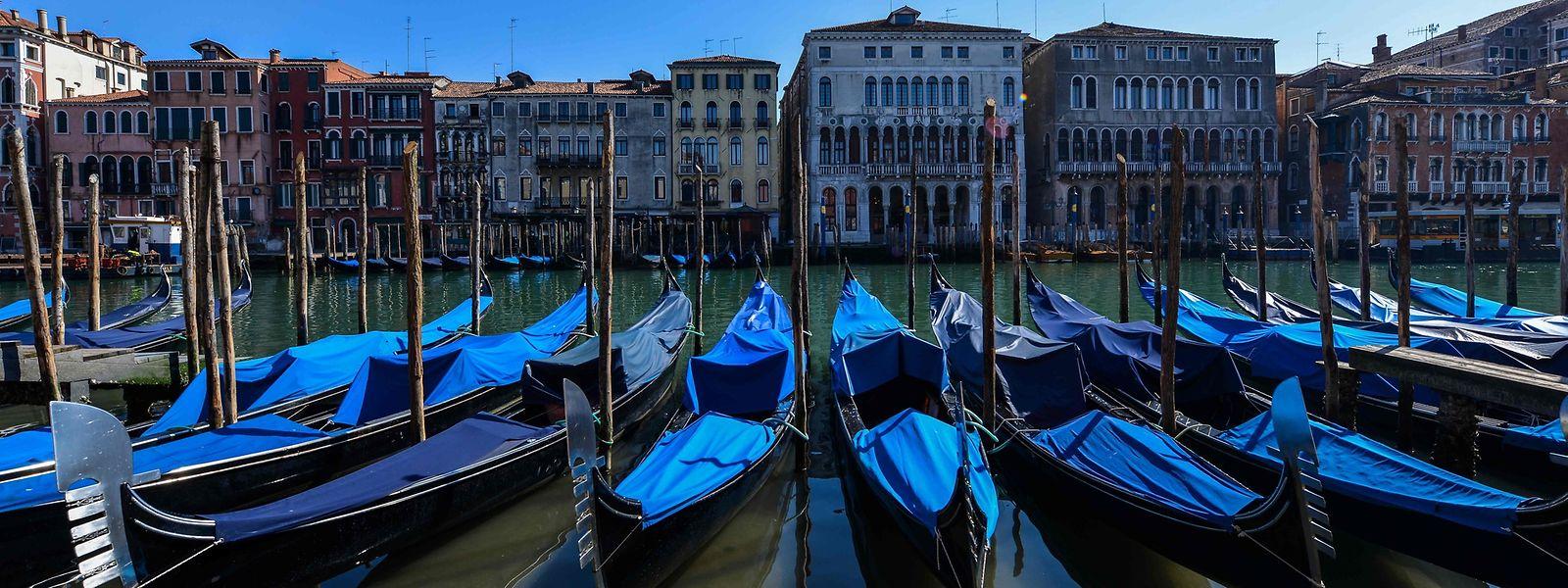 Besucher haben Venedig verlassen, und das Wasser wird klarer.