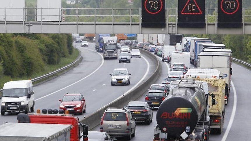 90.000 véhicules circulent quotidiennement sur cette portion d'autoroute dans les deux sens.