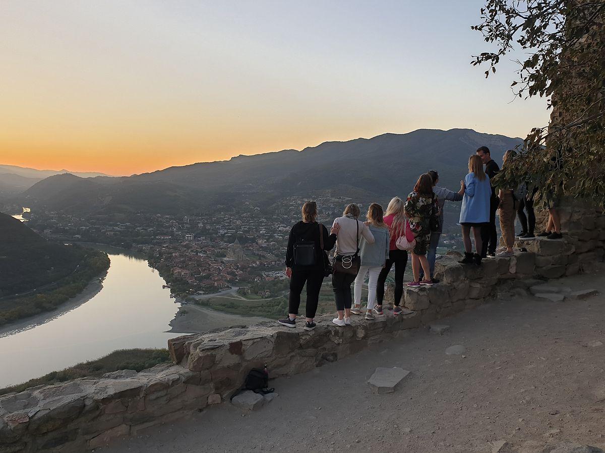 Vom Dschwari-Kloster öffnet sich ein atemberaubender Blick auf die antike Hauptstadt Georgiens: Mzcheta.