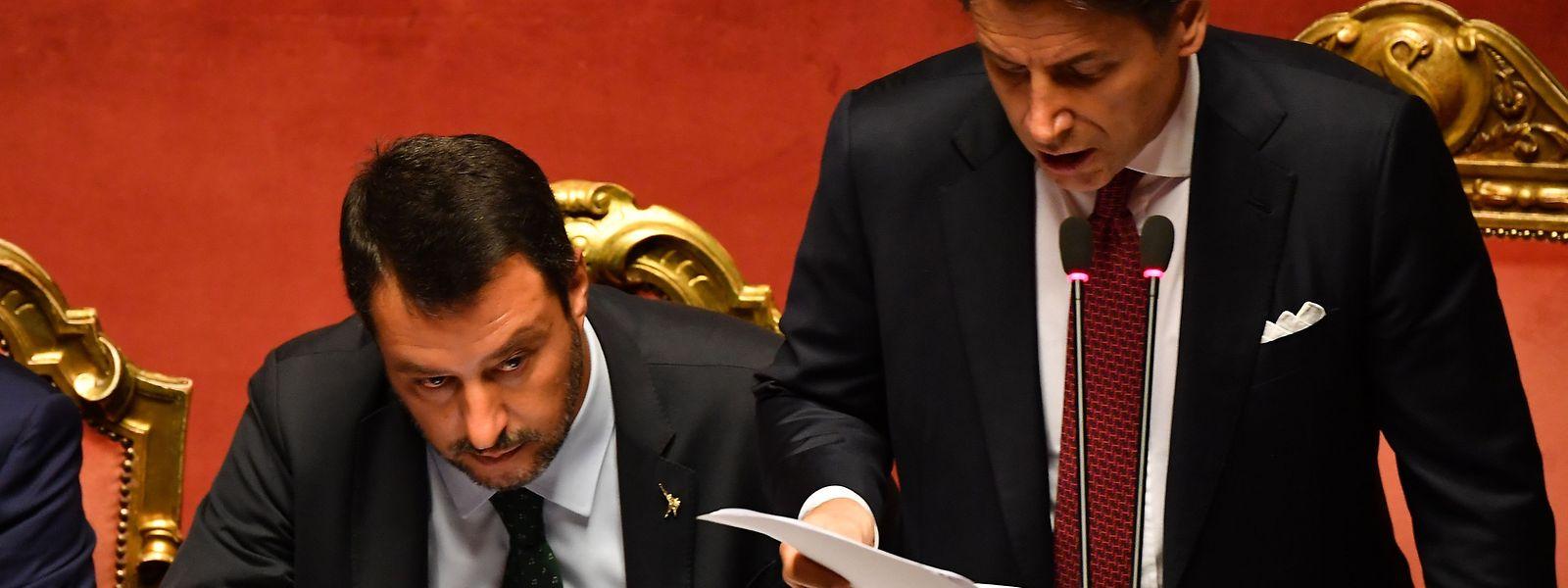 Giuseppe Conte, le chef du gouvernement italien, a annoncé sa démission et accusé Matteo Salvini (à gauche) d'avoir été «irresponsable»