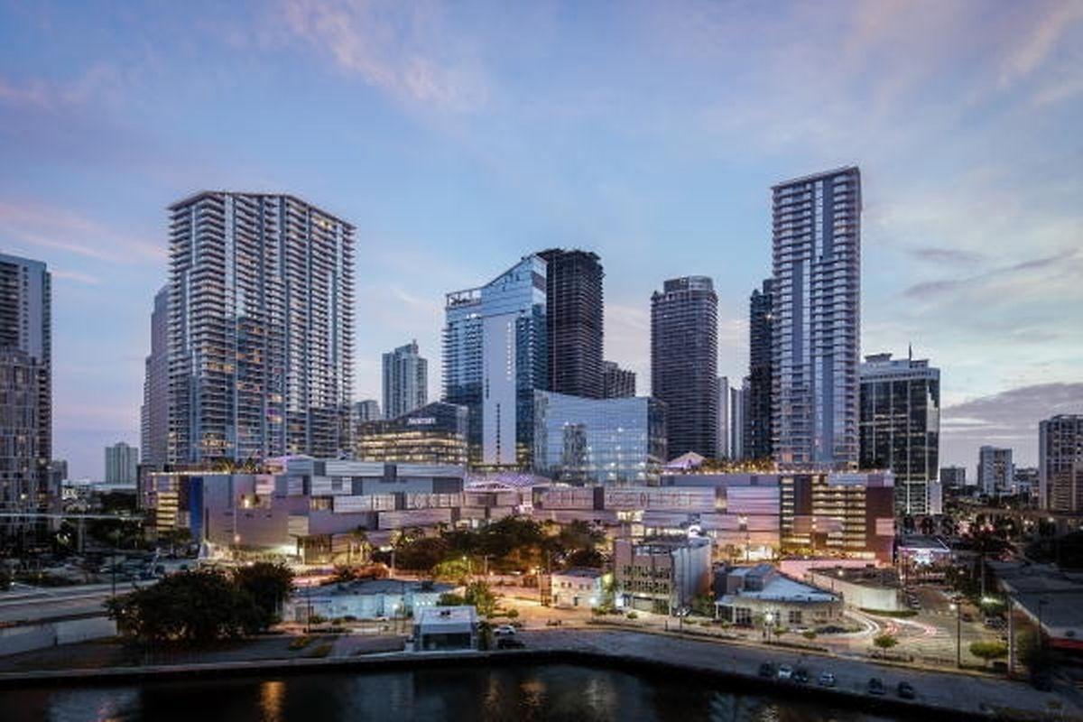 Das supermoderne Brickell City Center im Finanzdistrikt Miamis ist ein echter Ökobau: Die Architektur hat sich an das Klima angepasst.