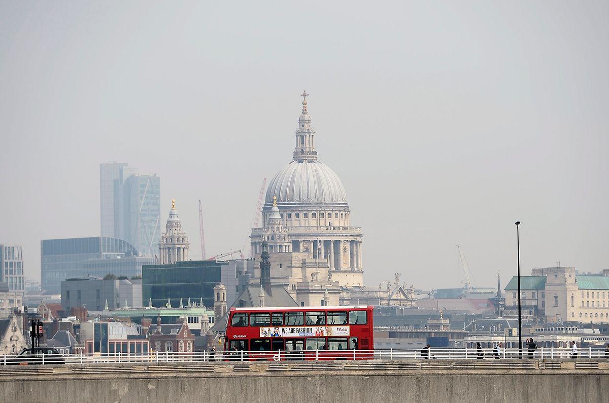 London: Dichter Smog verhüllt die St.-Pauls-Kathedrale.