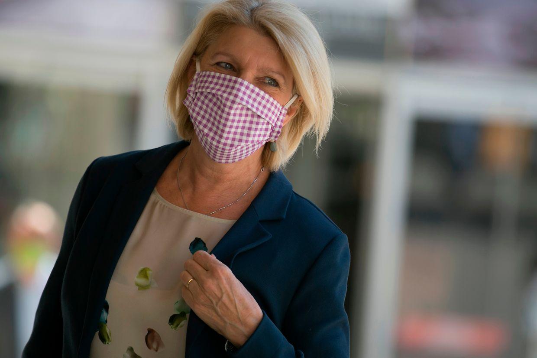Francoise Hetto ( CSV ) trug am Donnerstag eine Maske mit buntem Karomuster.