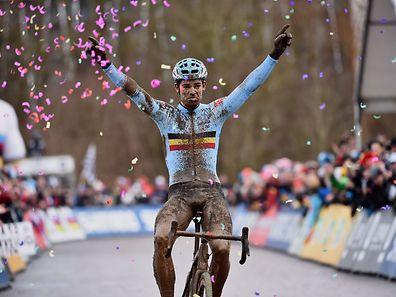 So sehen Sieger aus: Wout van Aert ließ sich feiern.